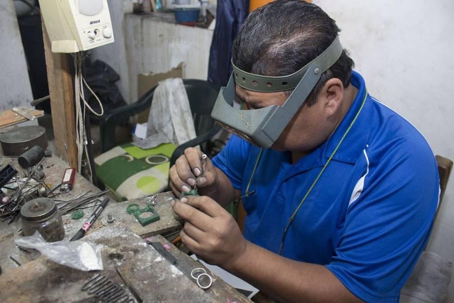 Empleo en manufactura repunta 4.5% anual en junio: Inegi