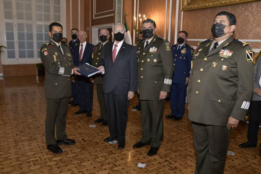 Ejército toma posesión de Santa Lucía; entregan título de concesión
