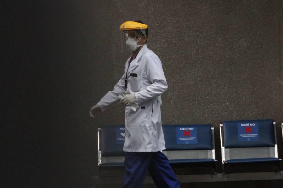 Medicina, la carrera mejor pagada; orientación educativa con el salario más bajo