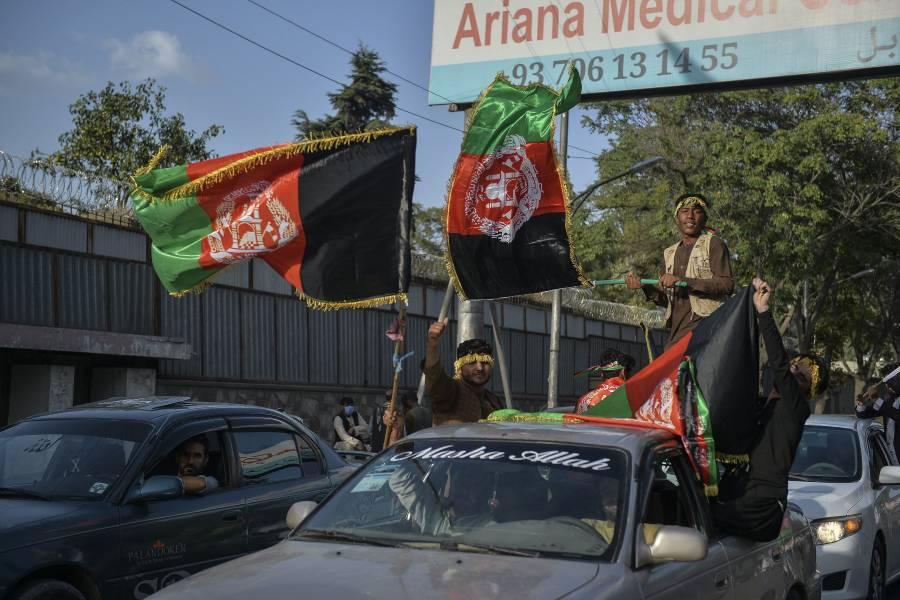 Afganos desafían al Talibán; protestan en diversas ciudades contra el régimen