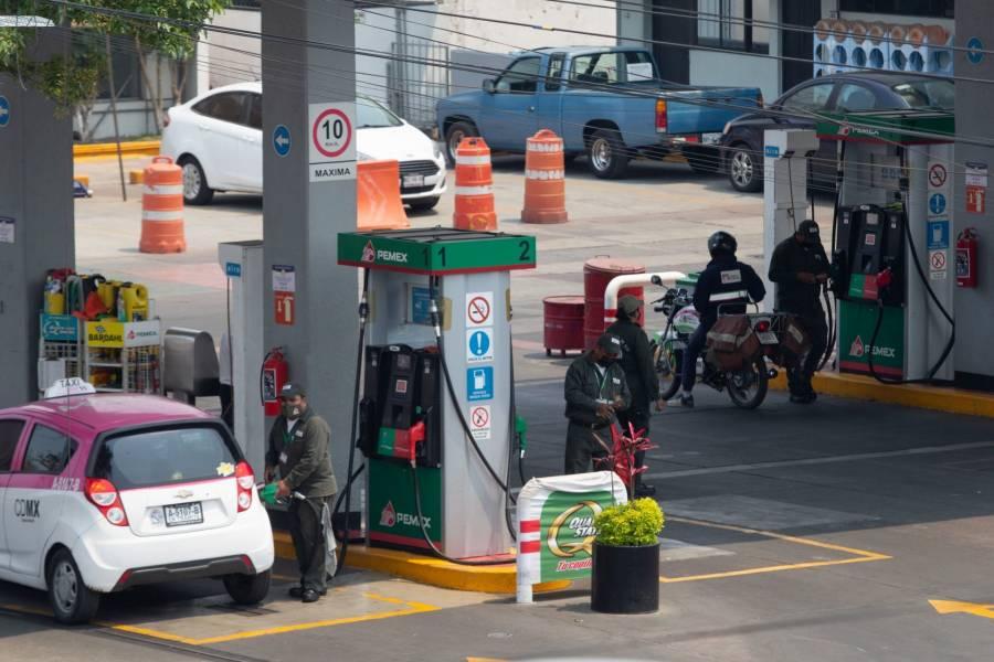 Precios de la gasolina bajan en el mundo; en México se mantienen igual