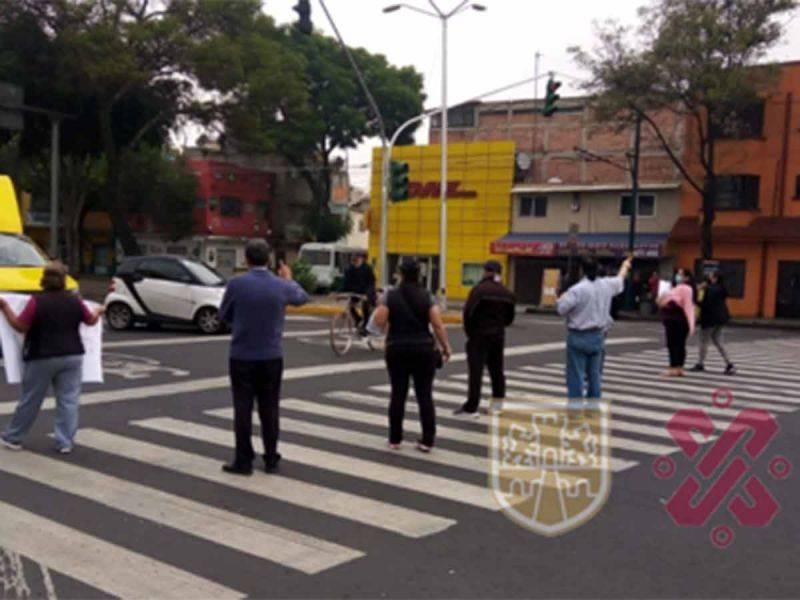 Vecinos de tres colonias de Azcapotzalco exigen retiro de autos de la FGJCDMX