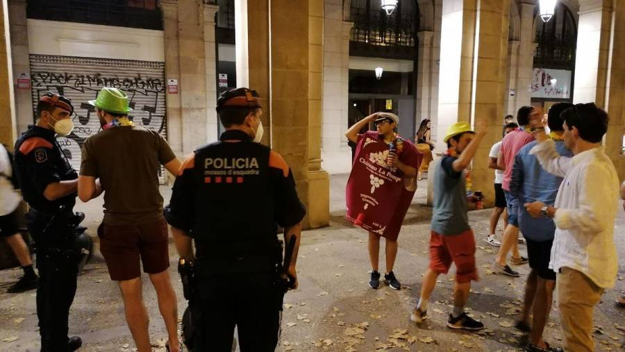 Ordenan levantar toque de queda en Barcelona