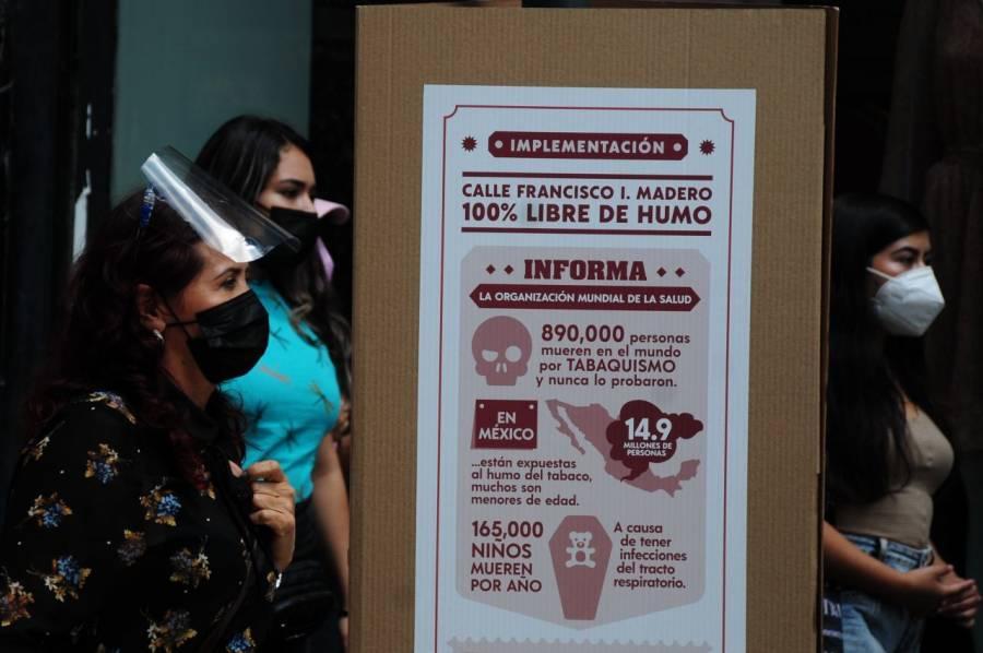 Claudia Sheinbaum se opone a multar a quienes fumen en la calle de Madero