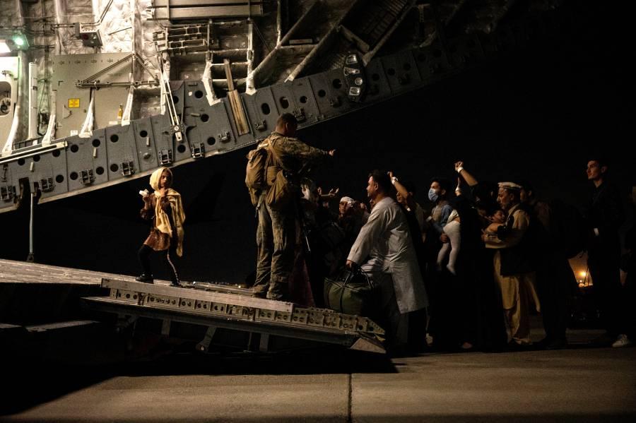 Con helicópteros, EEUU rescata a 169 estadounidenses en Kabul
