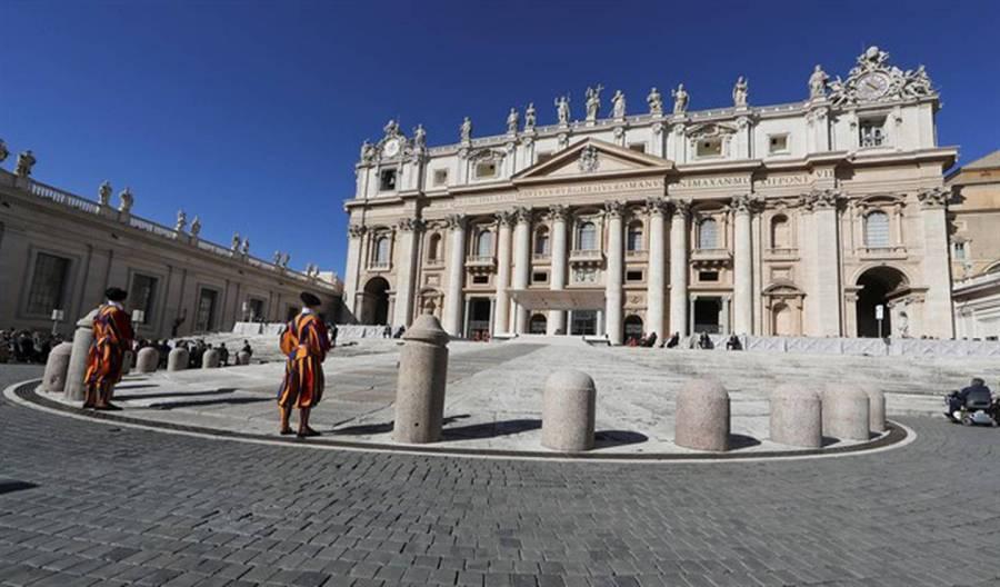 El Vaticano sancionó a arzobispo por encubrir pedofilia