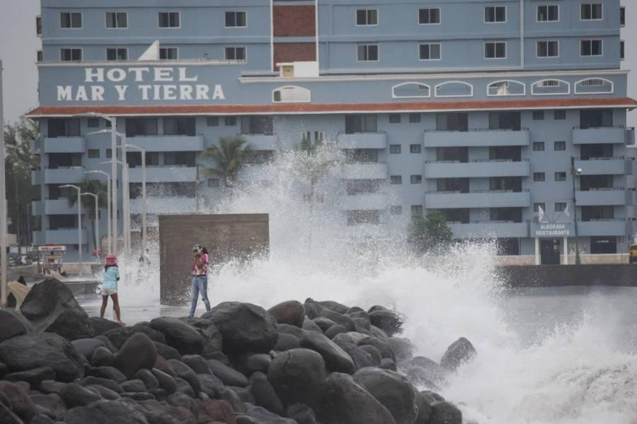 Huracán Grace se degrada a categoría 1; se ubica a 100 km de la CDMX