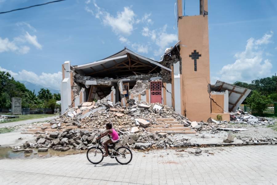 Haití: Aumenta a más de 2 mil cifra de muertos por sismo