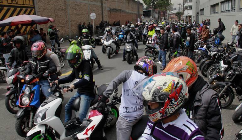 En memoria de los motociclistas muertos, inició rodada en la Mexico - Cuernavaca