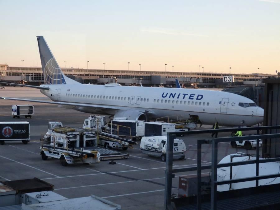 EEUU ordena a aerolíneas comerciales asistir en la evacuación de afganos
