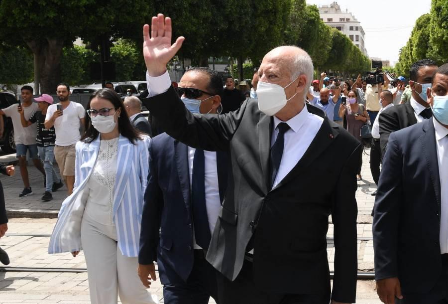 Presidente de Túnez extiende suspensión del parlamento; no dio detalles