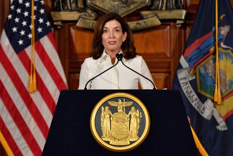 Kathy Hochul se convierte en gobernadora de Nueva York