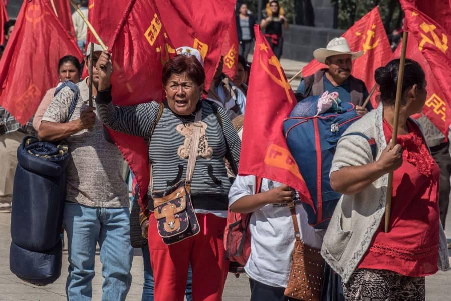 Integrantes del Frente Popular Revolucionario bloquean Reforma; exigen investigar caso de asesinato