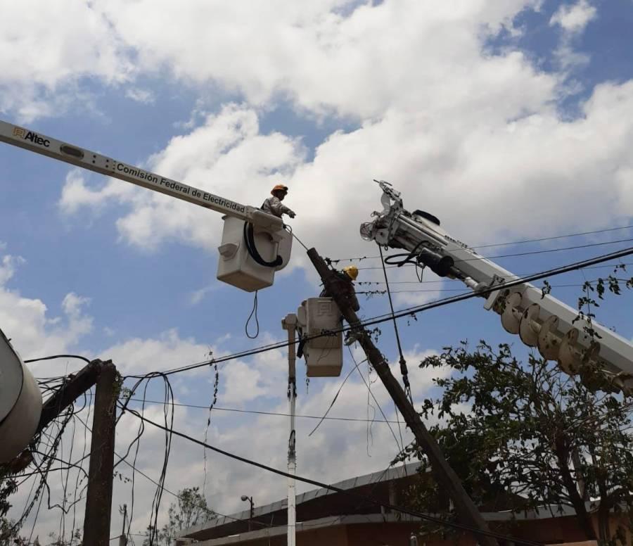 """CFE restablece el 90% de electricidad en zonas afectadas por """"Grace"""""""