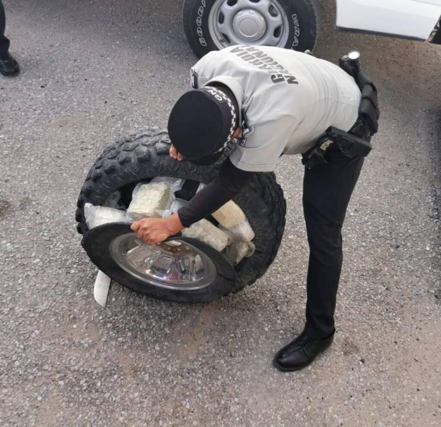 En Chihuahua localizan mariguana en llantas de una camioneta