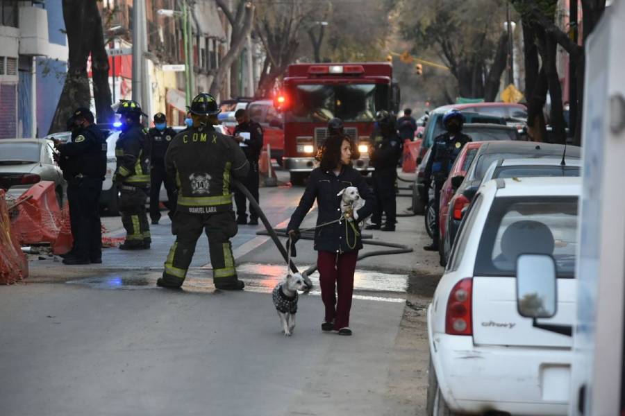 Desalojan a más de 100 personas por fuga de gas en Miguel Hidalgo