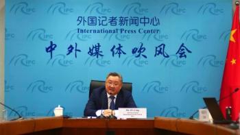 China sugiere que Covid pudo salir de un laboratorio militar en EEUU