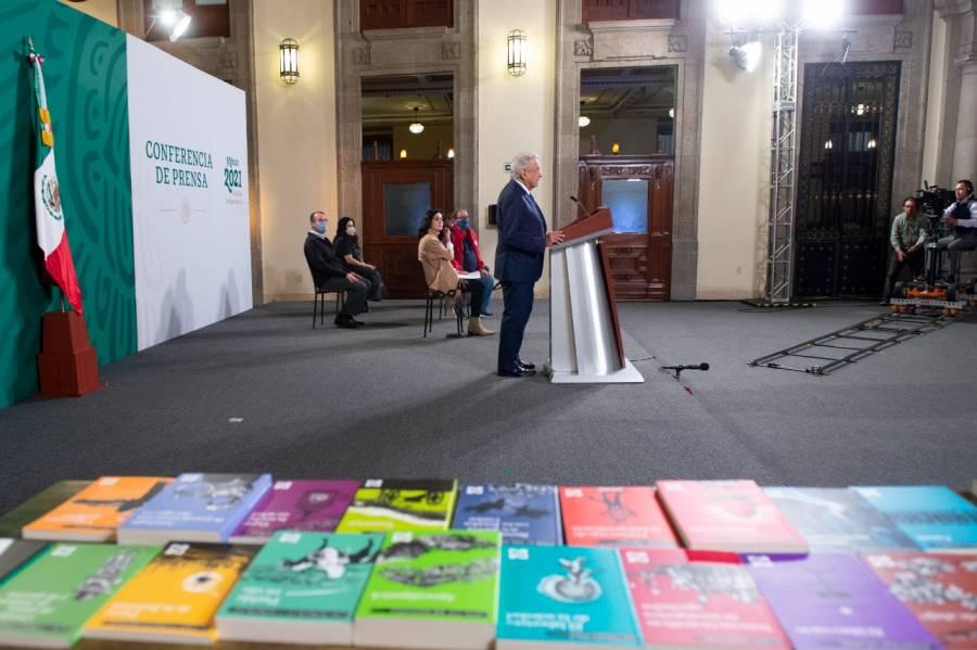 Gobierno presenta colección de 21 libros que regalará entre población