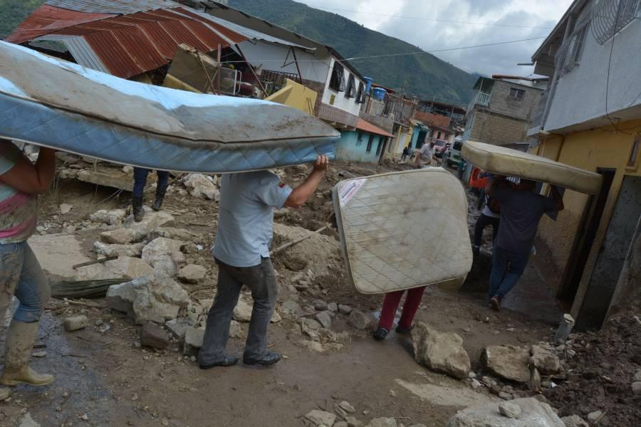 Reportan al menos 15 muertos por deslaves en Venezuela