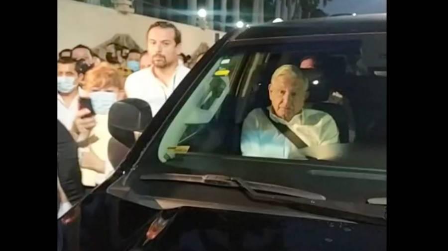 CNTE bloquea paso a López Obrador para dar mañanera en Chiapas