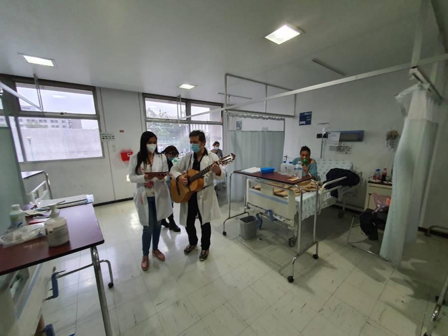 Con canciones de Agustín Lara en el Hospital Juárez de México celebran a los adultos mayores