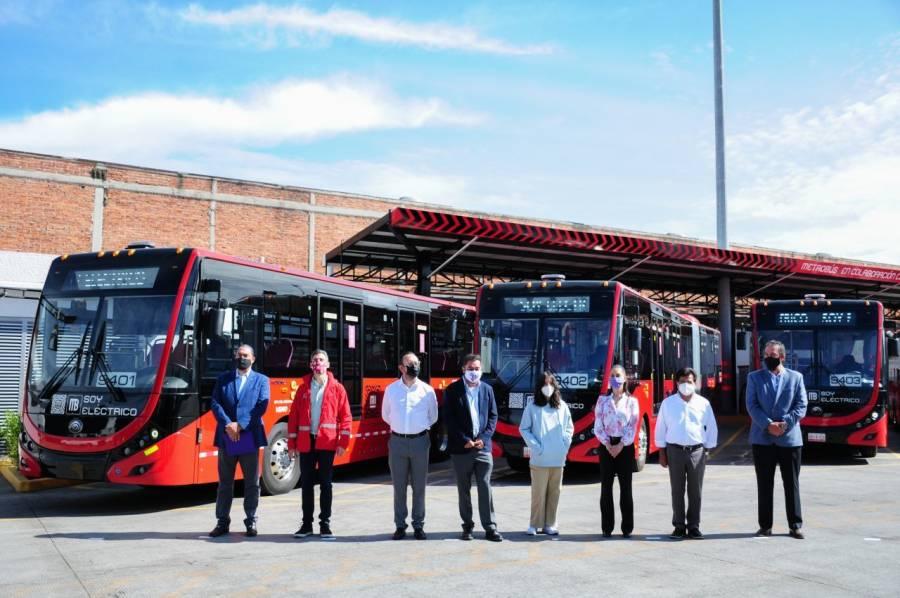 CDMX apostará por la electromovilidad; presentan flota de autobuses de Metrobús