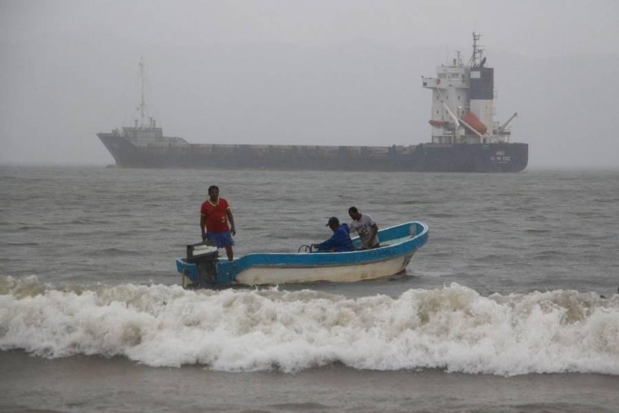 El huracán Nora se desplaza por la costa del Pacífico mexicano