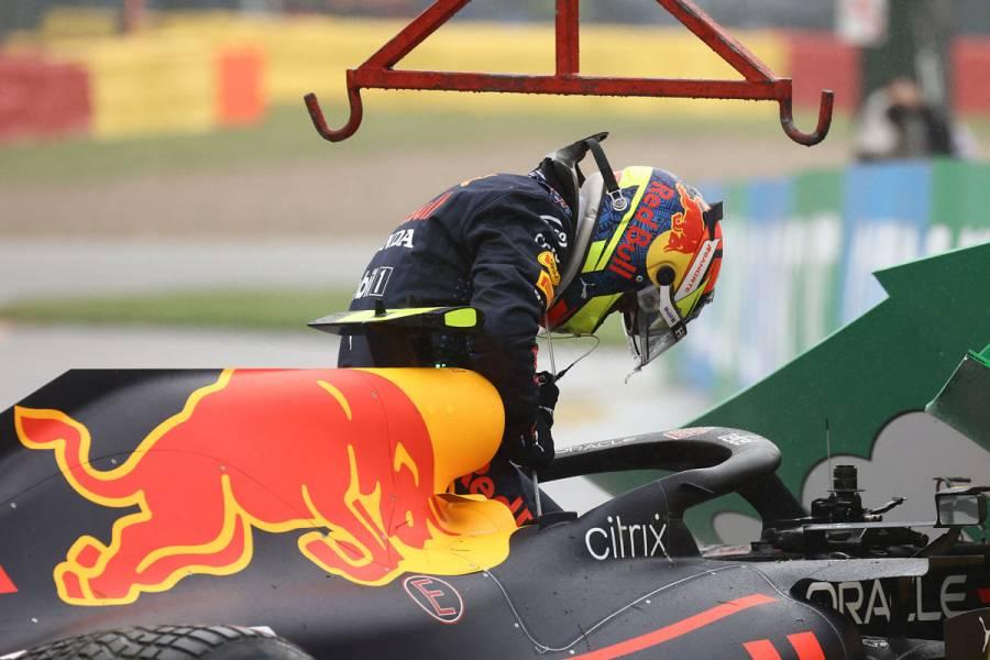 Checo Pérez choca antes de la salida y pierde participación en GP de Bélgica
