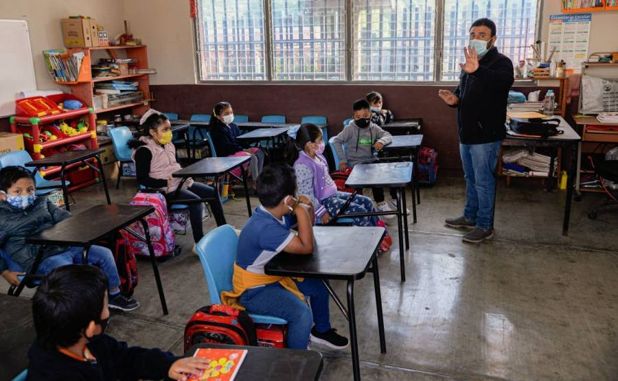 Regresan en Puebla un millón 700 mil estudiantes en 18 mil escuelas