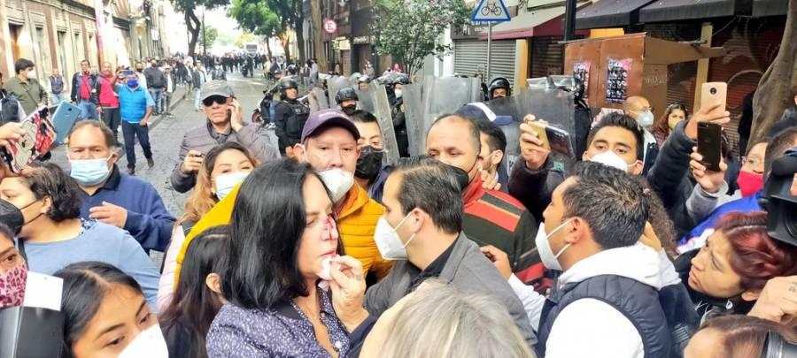 Grupo de granaderos agrede a alcaldes electos de la CDMX