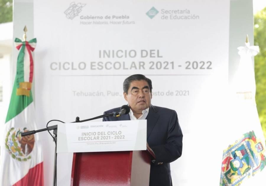 Gobernador de Puebla llama a regresar a clases presenciales