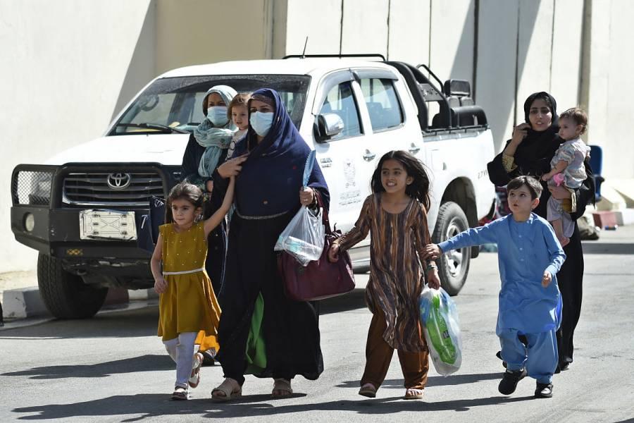 Llega a Afganistán la primera ayuda internacional desde toma de talibanes