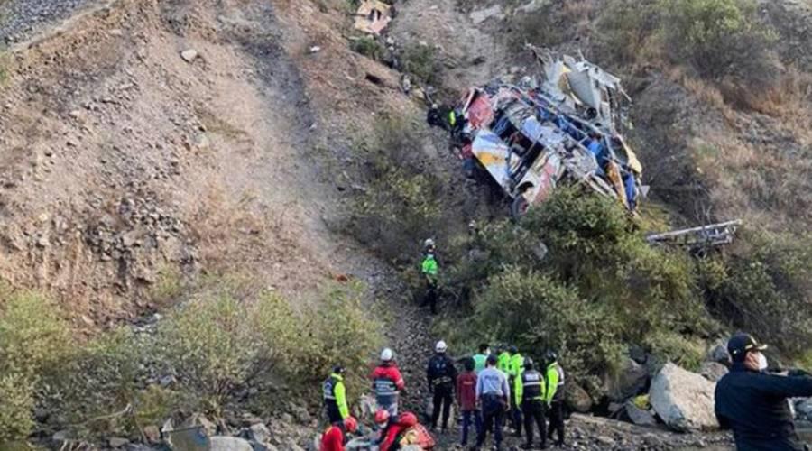 En Perú, cae autobús a un precipicio; es el tercer accidente en 4 días