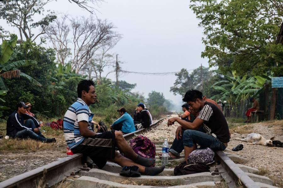 Critican migrantes que AMLO presuma remesas como logro de gobierno