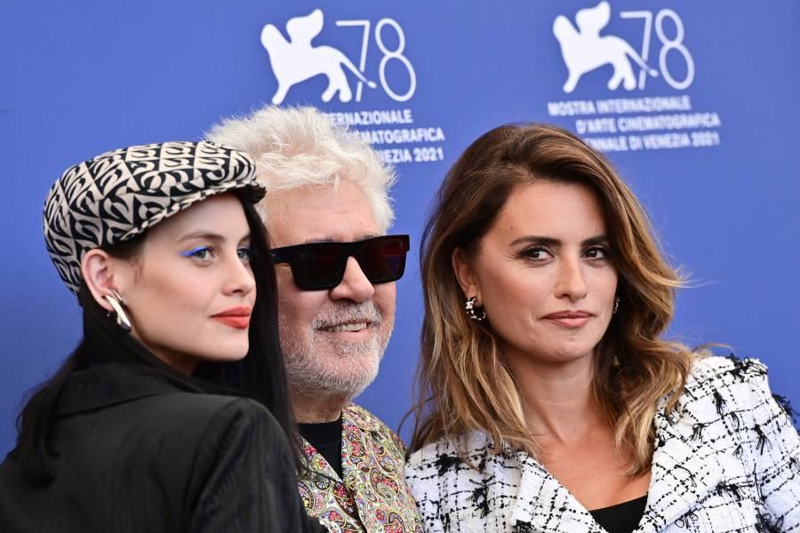 Pedro Almodóvar y Penélope marcan inauguración del Festival de Venecia