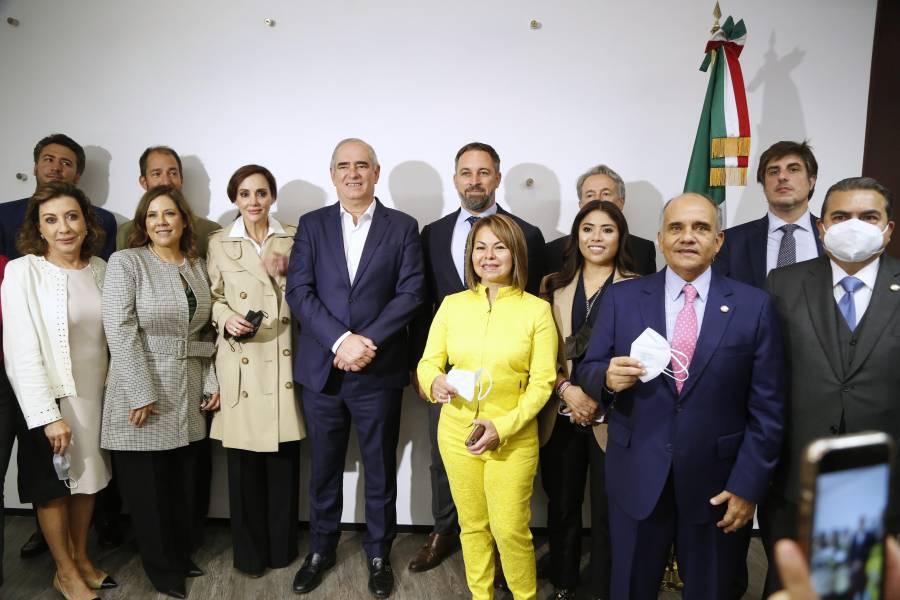Firman senadores del PAN carta de Madrid contra el comunismo