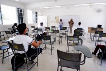Puebla: Suspenden clases en dos preparatorias por Covid-19