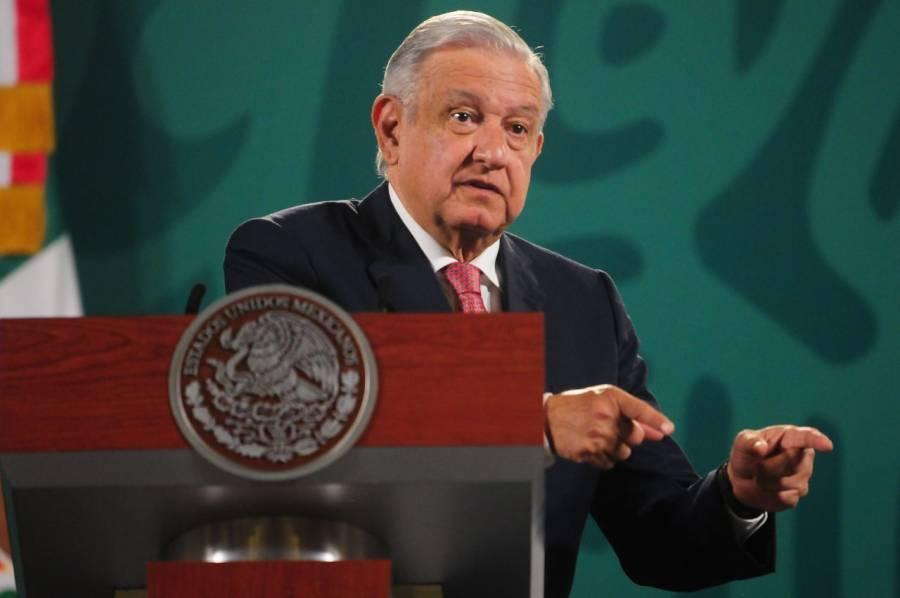 """López Obrador: PAN y VOX, partido español de ultraderecha, """"son lo mismo"""""""