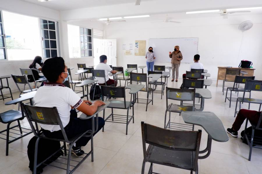 En Tabasco confinan aulas donde se han presentado casos de Covid