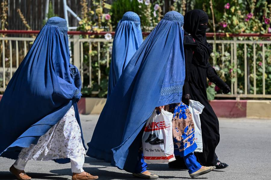 En Afganistán, mujeres y hombres no compartirán salón de clases
