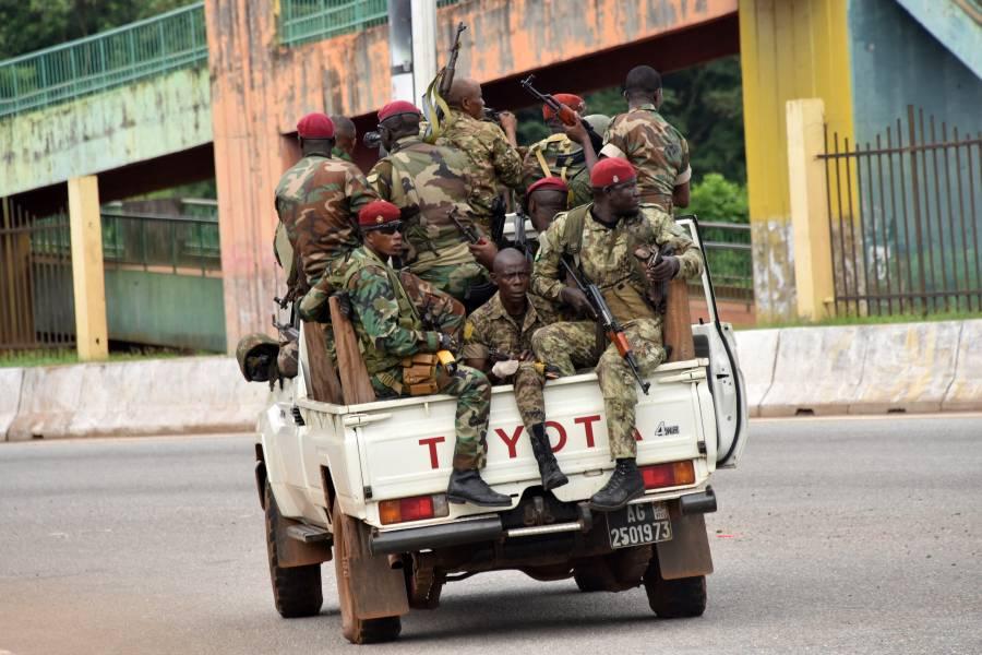 Militares dan golpe de Estado en Guinea; capturan al presidente Condé