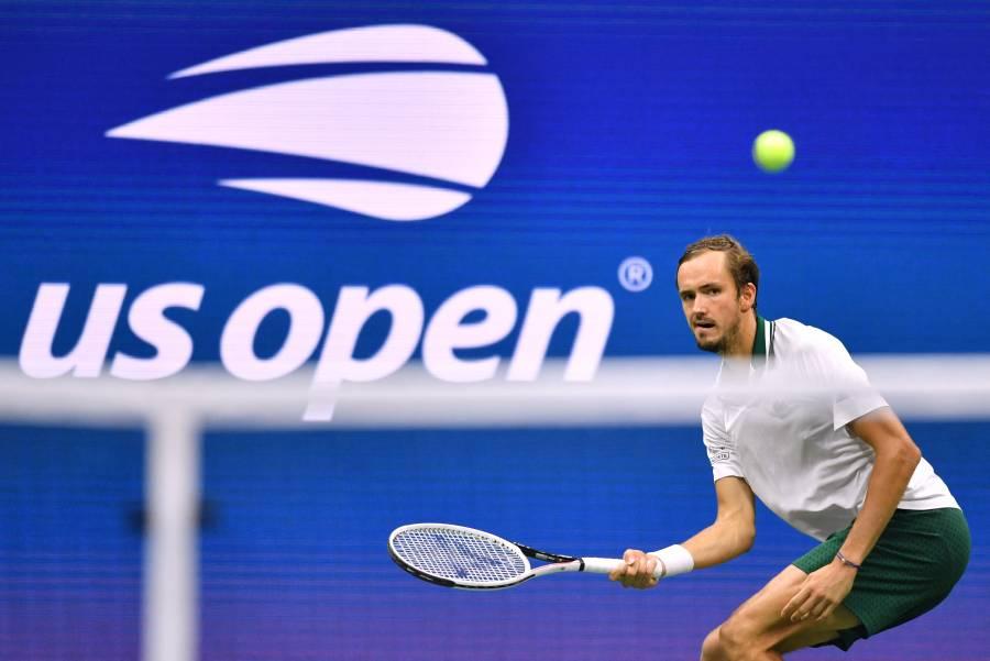 Daniil Medvedev venció a Daniel Evans y pisa los cuartos del Abierto EEUU