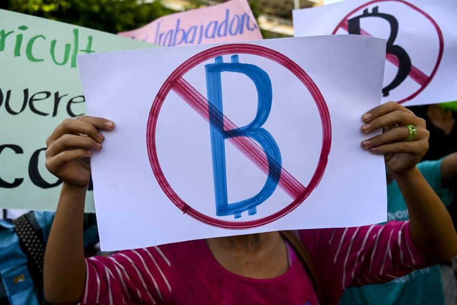 Bitcoin sufre pérdidas en su primer día como moneda oficial en El Salvador