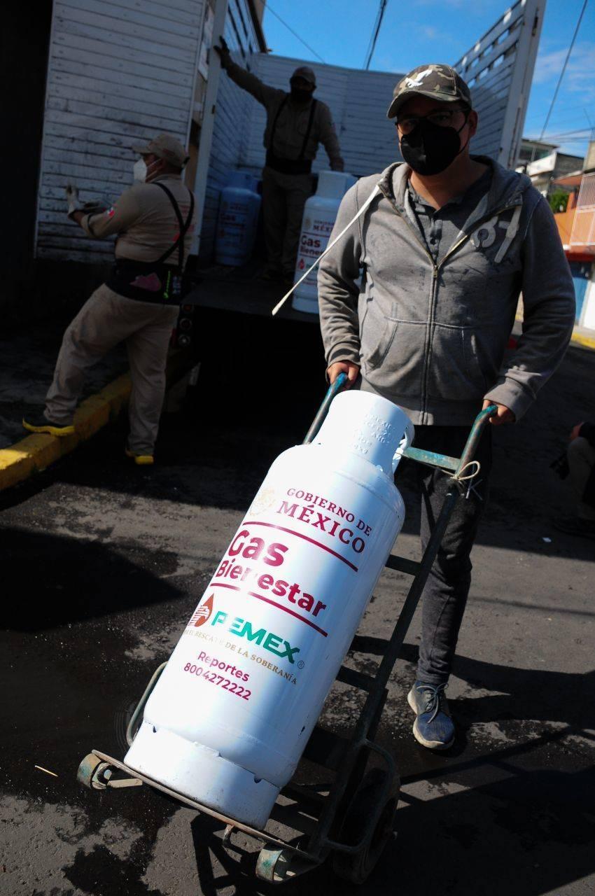 Trabajadores de Gas Bienestar se manifiestan por falta de pago