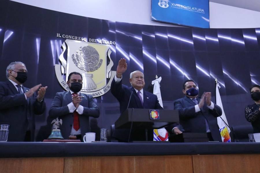 Víctor Castro asume la gubernatura de Baja California Sur