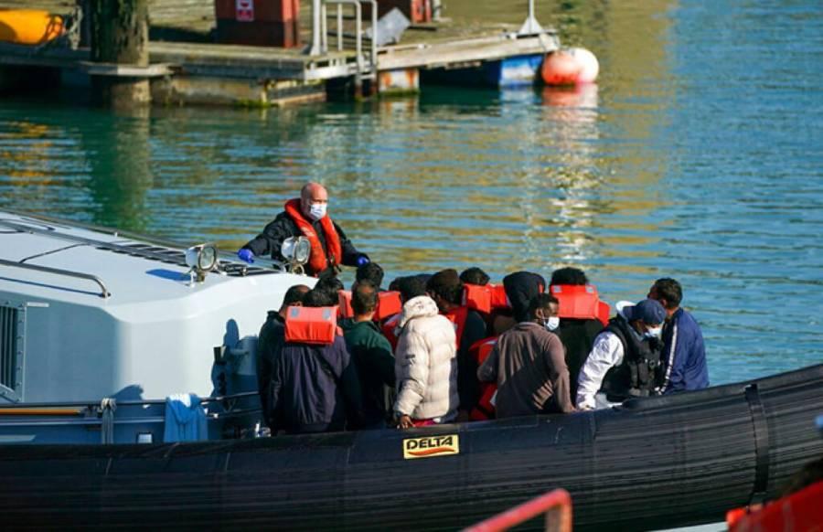 En Francia rescatan a 126 migrantes en el mar