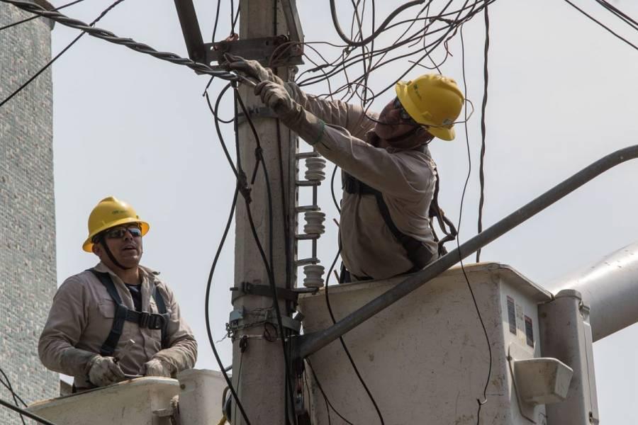 CFE restablece 63% del servicio eléctrico tras paso de huracán Olaf en Baja California Sur