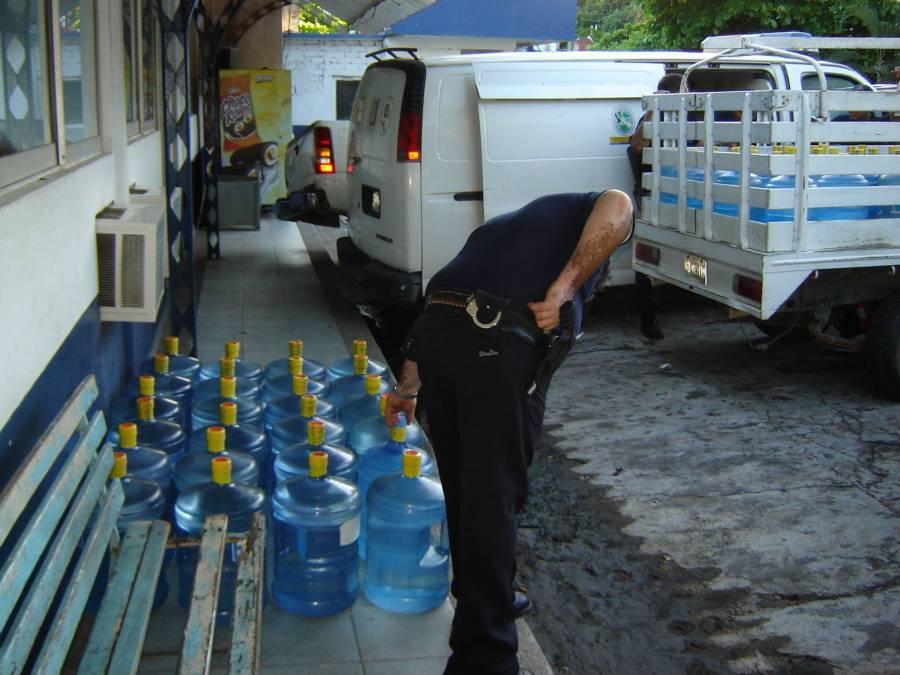 Alertan de incremento descontrolado de purificadoras de agua en el país