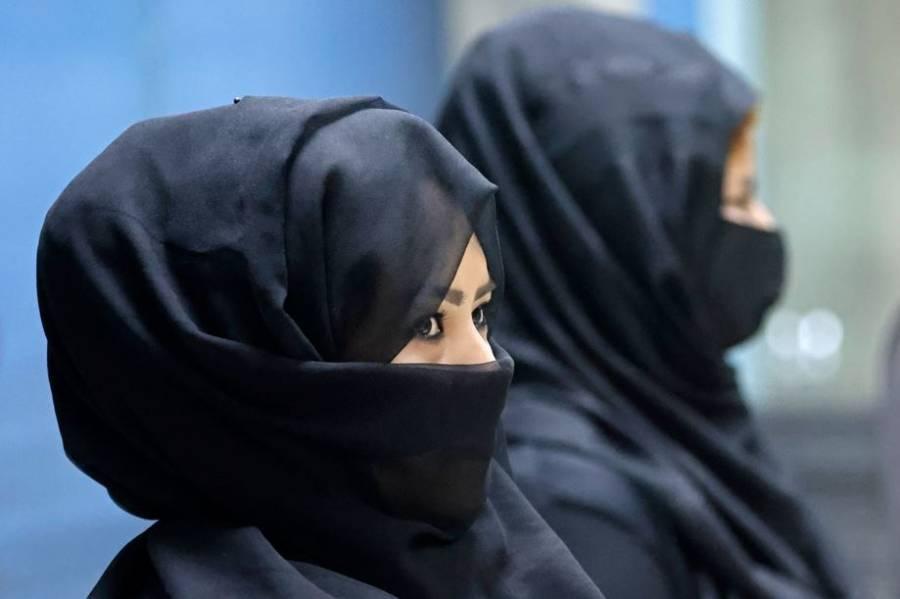 Los talibanes permitirán que las mujeres estudien, pero separadas de hombres