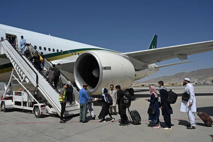 Despega de Kabul el primer vuelo comercial desde la toma de los talibanes